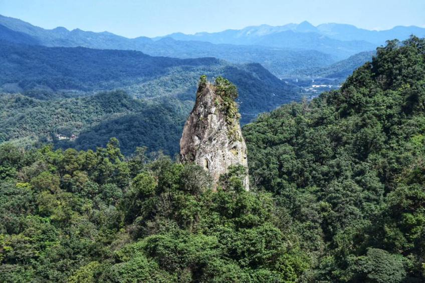 One of the crags in Pingxi that you can climb