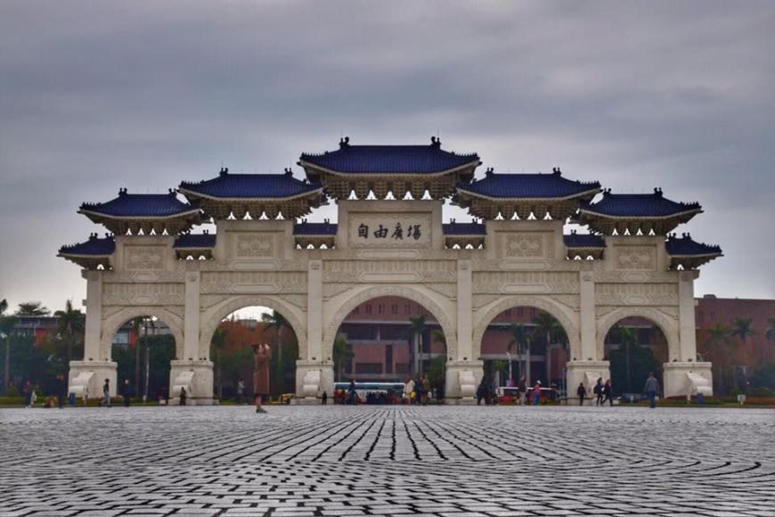 The main gate at Chiang Kai Shek Memorial