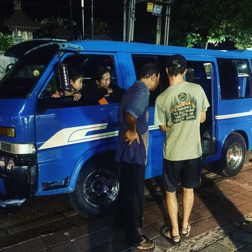 Negotiating the price of our taxi ride to Uluwatu Bali